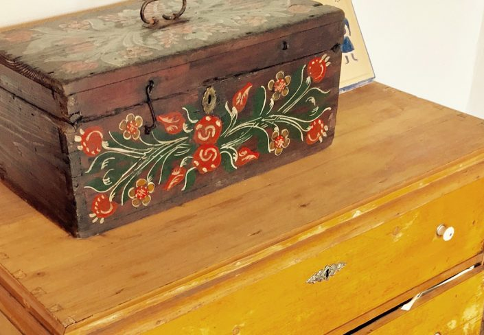 The dowry chest